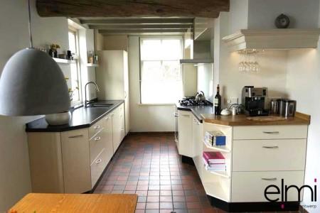Moderne keuken met landelijke elementen